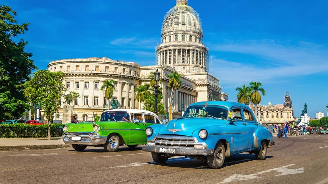 shutterstock_252314458 Old classic American cars rides in front of the Capitol..jpg